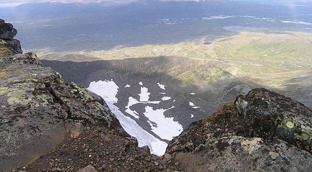 Utsikt från toppen av Helags ner mot glaciären.